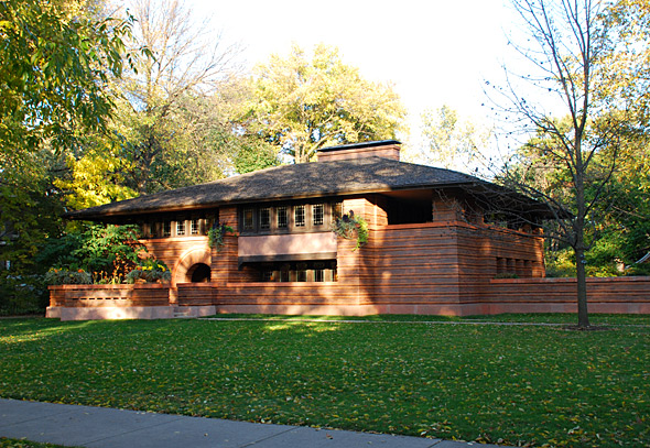 Frank Lloyd Wright architecture - Arthur B. Heurtley House (1902) at 318 Forest Avenue.