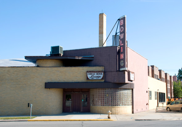 Circle Bowl Lounge bowling alley in Forest Park, Illinois