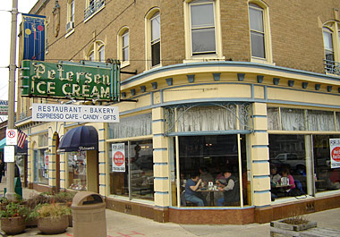 Petersen's Restaurant Ice Cream Parlour & Sweet Shoppe in Oak Park, Illinois