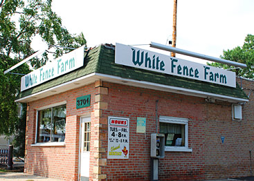 White Fence Farm Carry-Out in Riverside, Illinois